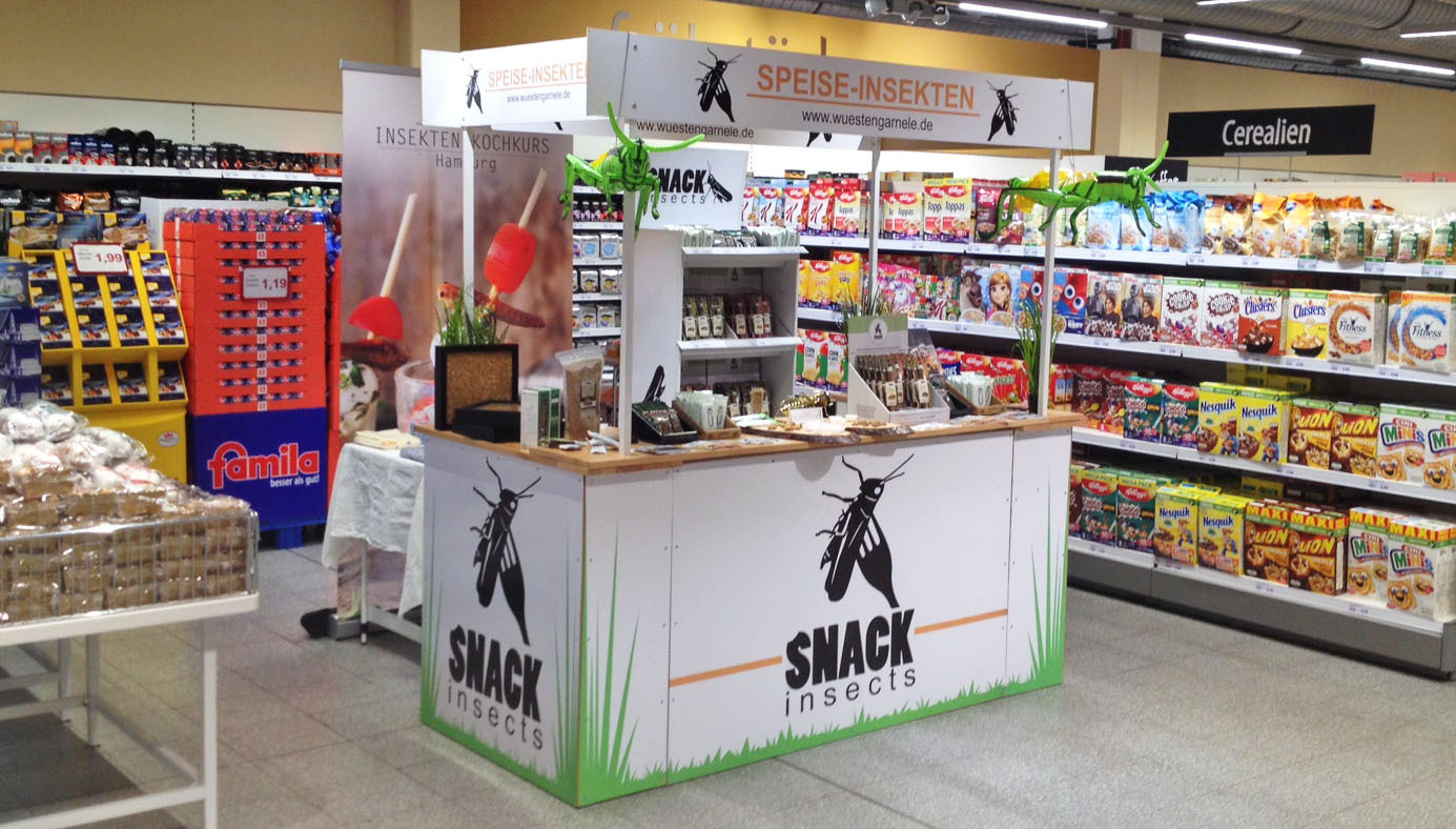 Snack-Insects_Verkostungsaktion_im_Supermarkt_mit_essbaren_Insekten
